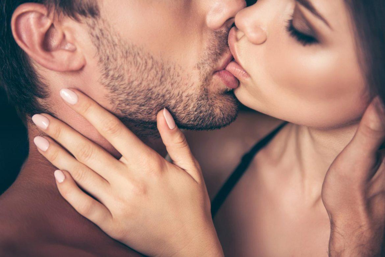 фото с нежными поцелуями один